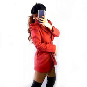 abrigo rojo corto red velvet