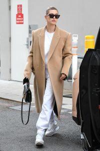 abrigo camel mujer con chandal
