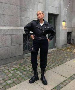 botas altas militares con pantalones negros