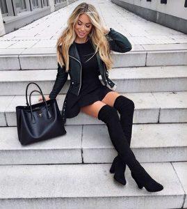 botas altas mujer con vestido negro