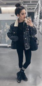 chaqueta vaquera negra mujer con botas