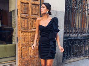 mery turiel - combinar vestido negro boda y pendientes brillo