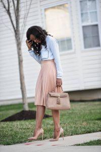 falda plisada rosa nude