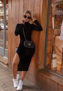 vestido negro con sneakers mujer