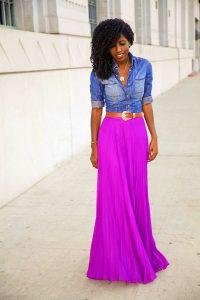 falda plisada violeta pils con chaqueta vaquera