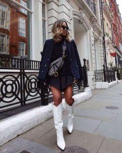 botas blancas chica con vestido negro