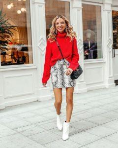 botas blancas con jersey rojo mujer