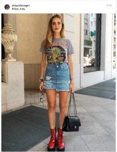 chiara ferragni con falda vaquera y camiseta iron maiden