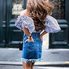 falda vaquera mujer con blusa mangas abullonadas