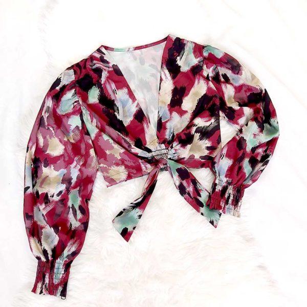 blusa de leopardo con lazo roja