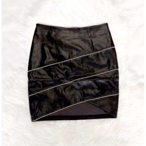 falda negra con brillos