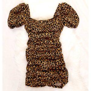 vestido fruncido de leopardo corto
